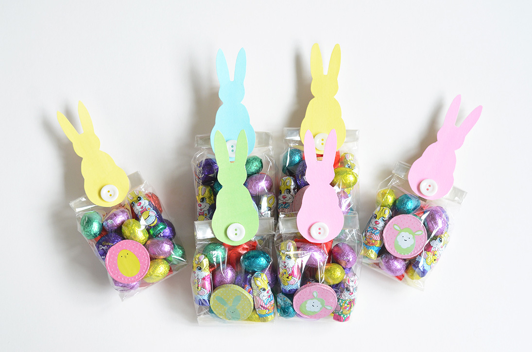 Emmas looking glass diy easter treat bags diy easter treat bags negle Image collections