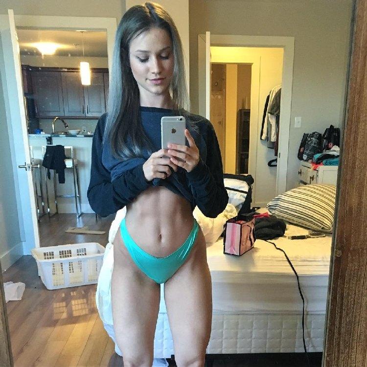 Canadian bikini fitness Robin Gallant