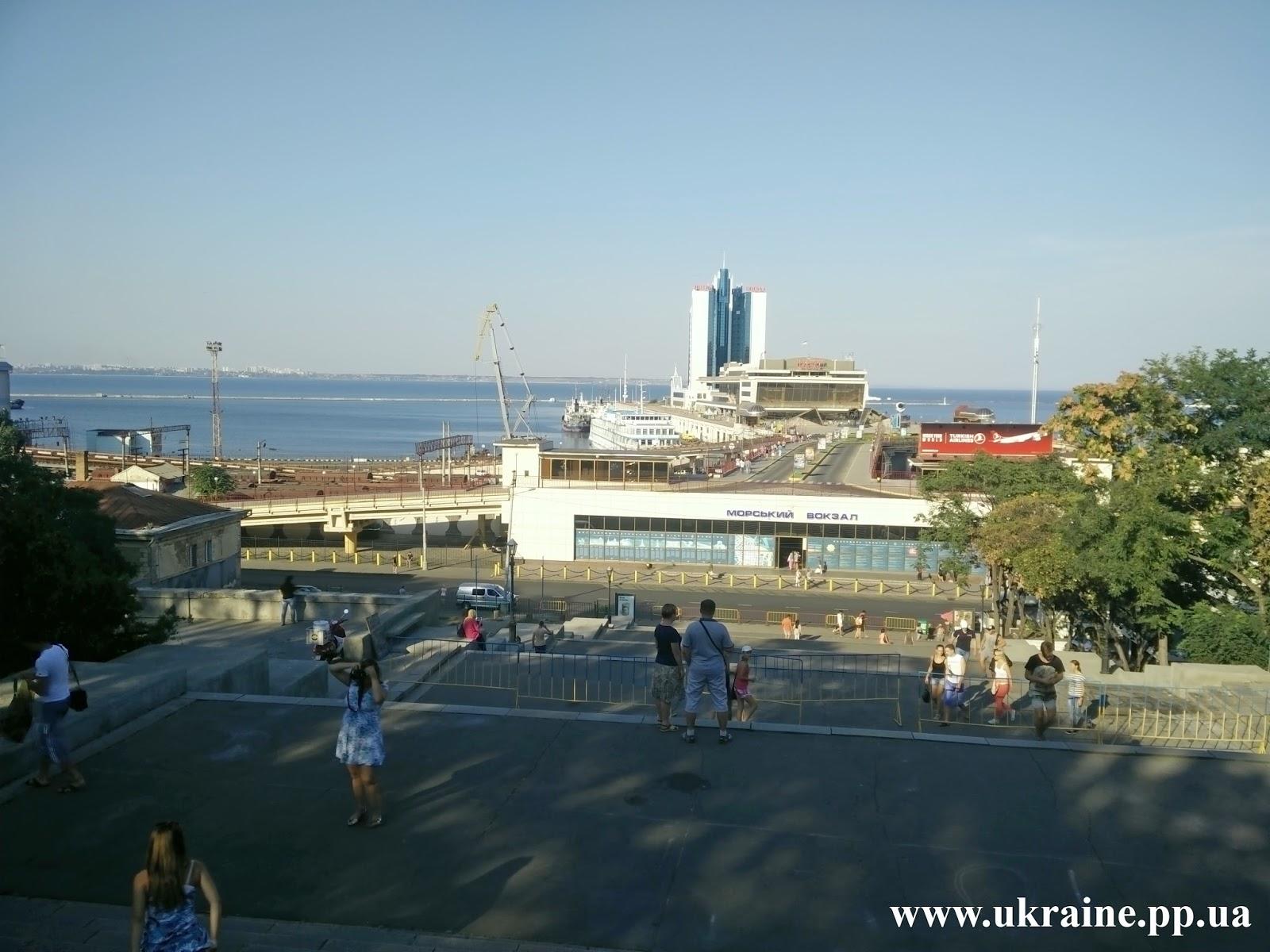 Вид на морской порт с Потемкинской лестницы
