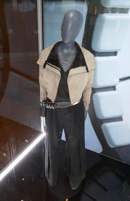Emilia Clarke Solo Star Wars Qi'ra costume