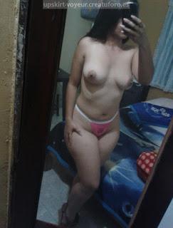 mujeres tomándose selfies ropa interior