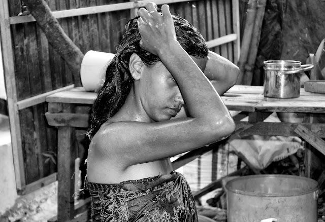 Beauté du Jour : Douche à l'ancienne. Photographie par Christophe Gargiulo