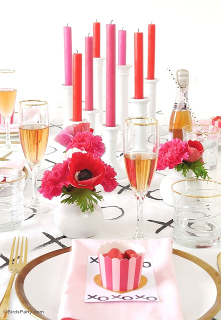 XOXO modern table with pink and golden tones