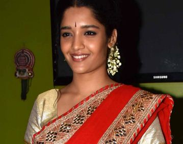 Ritika singh cute smile photo Images