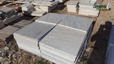 Pedra São Tomé branca serrada muito usada para piso de pedra na piscina e piso de pedra em área interna e externa de residência.