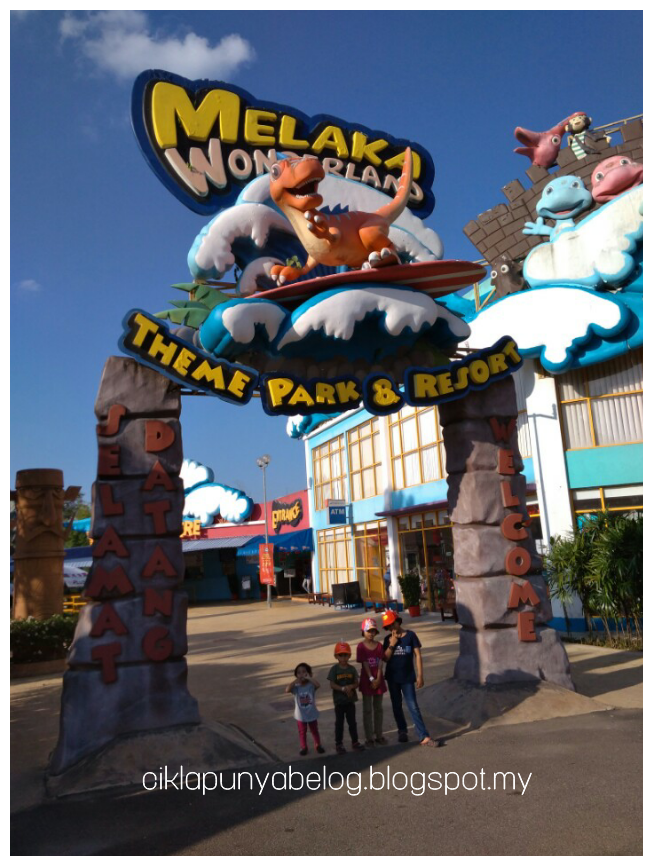 Sejukkan badan dan main air di Melaka Wonderland Theme Park.