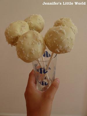Making snowball cake pops