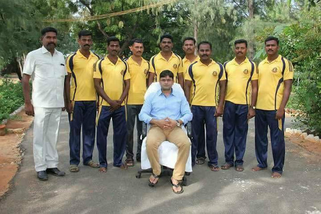 The policemen who shot and killed the people in Tuticorin massacre have took a photo with the district collector in the same dress