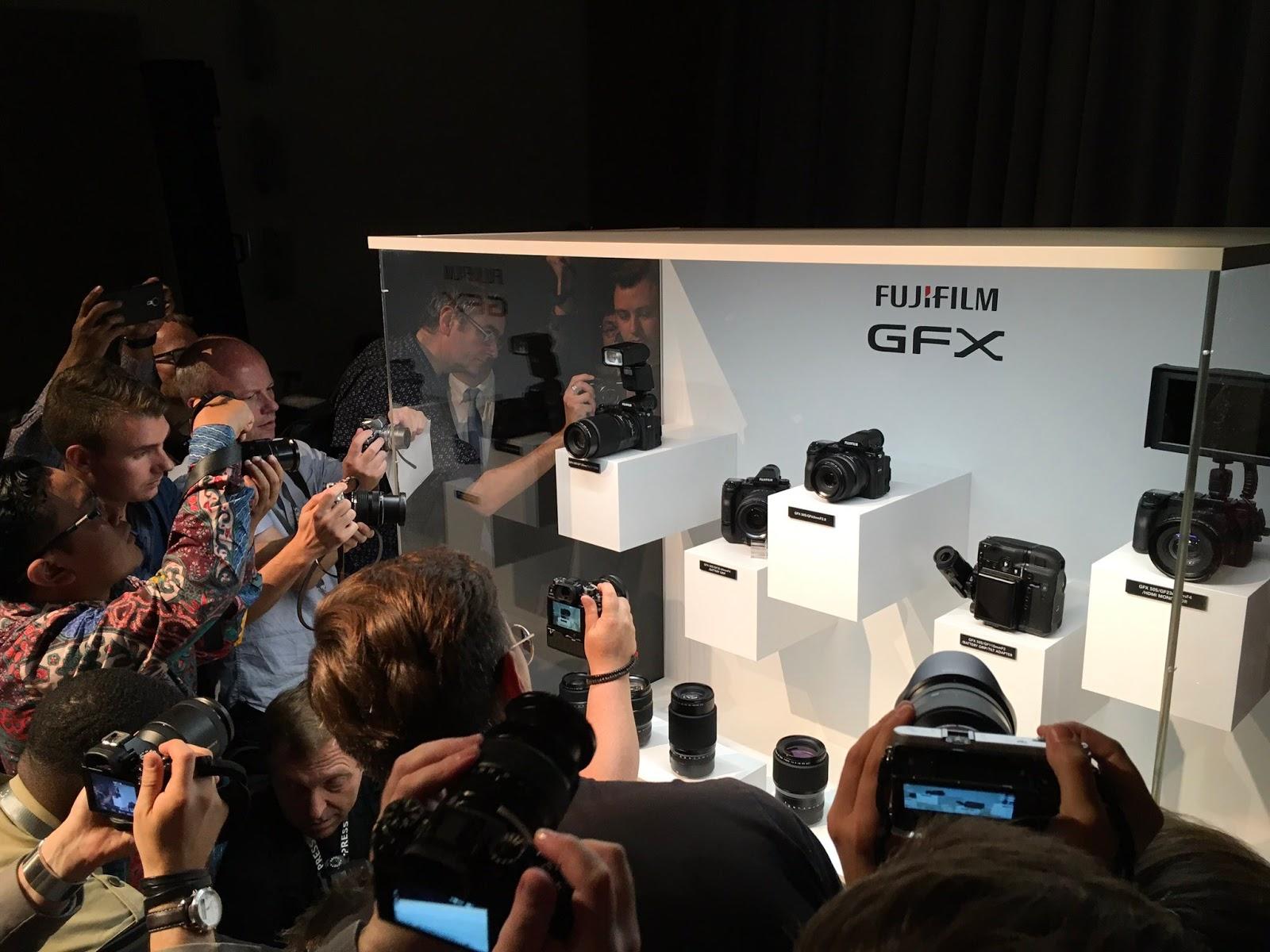 Стенд Fujifilm GFX