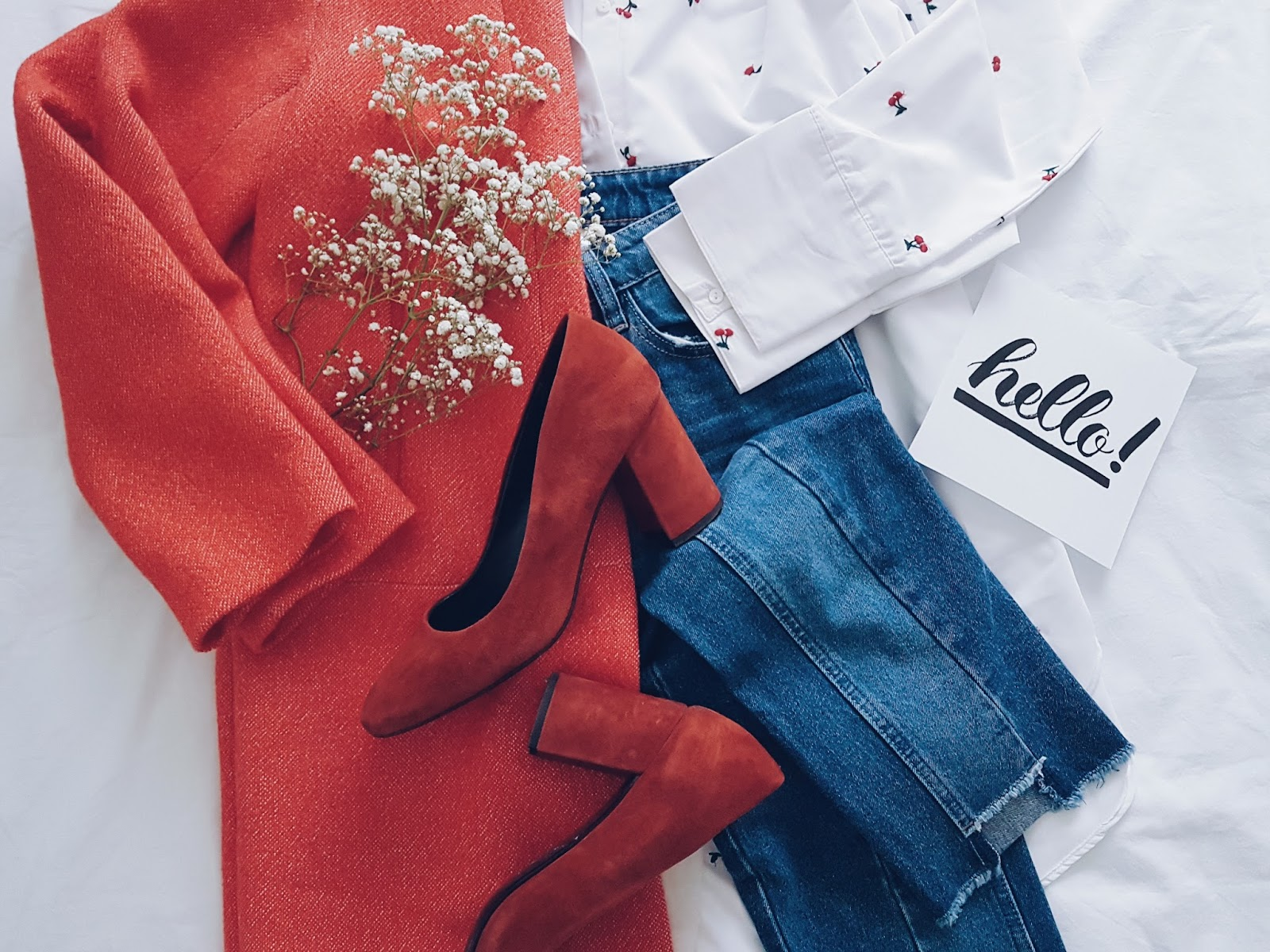Red coat & cherries czyli wiosenny płaszcz i buty na słupku