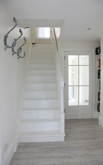 White home - Staircase Decor {Cool Chic Style Fashion}