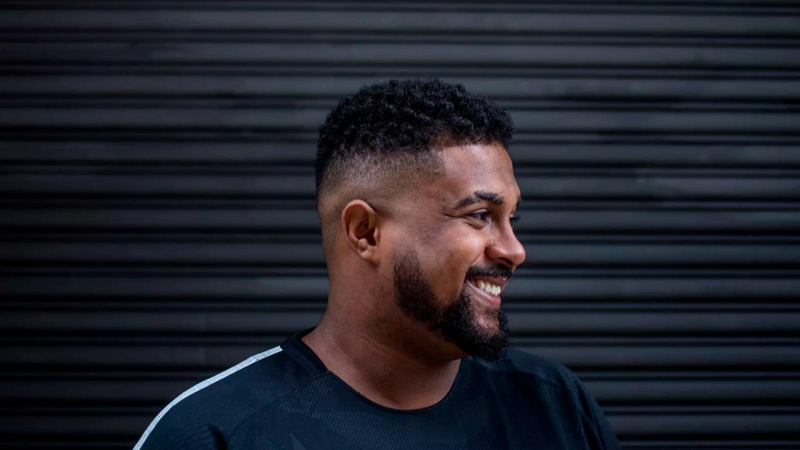 """Baco Exu do Blues ficou famoso por seu disco de estreia, o aclamado """"Esú"""", de onde extraiu seu primeiro hit, """"Te Amo Disgraça""""."""