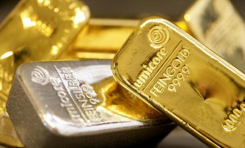 El oro inicia la semana con ligeras perdidas