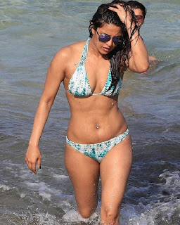 Priyanka Chopra Swimming Beautiful The Ocean On Beach Gallery