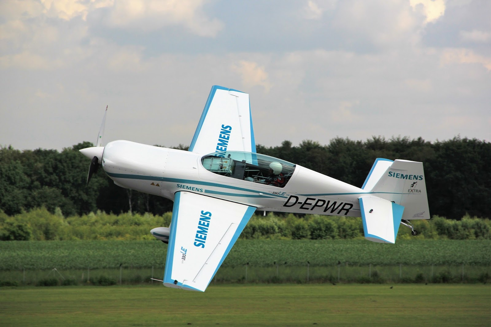 350 hp Siemens electric aircraft makes first flight [VIDEO