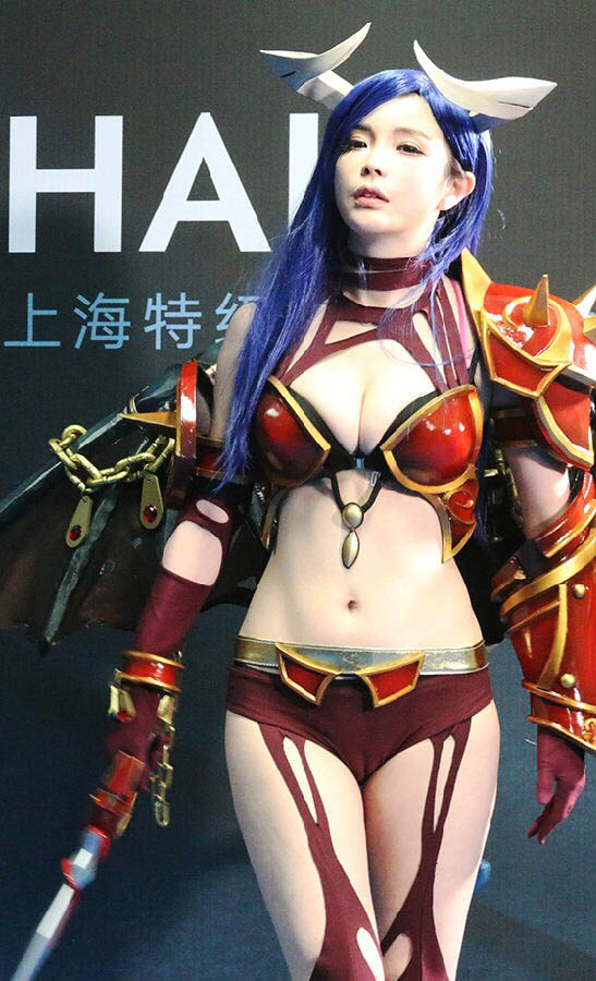 lang nhan sexy queen of pain cosplay 05