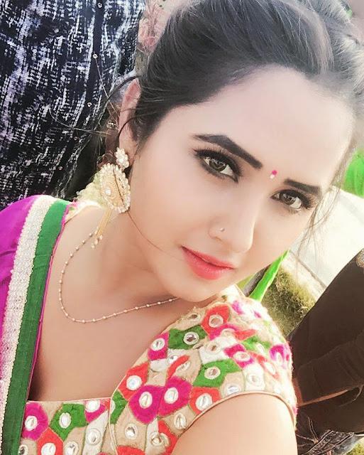 Kajal Raghwani Cute selfie in different moods