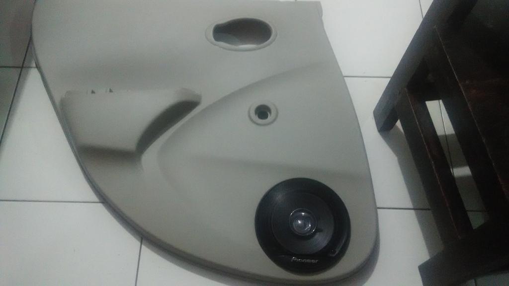 diy pasang speaker di door trim pintu belakang datsun go rosebone. Black Bedroom Furniture Sets. Home Design Ideas