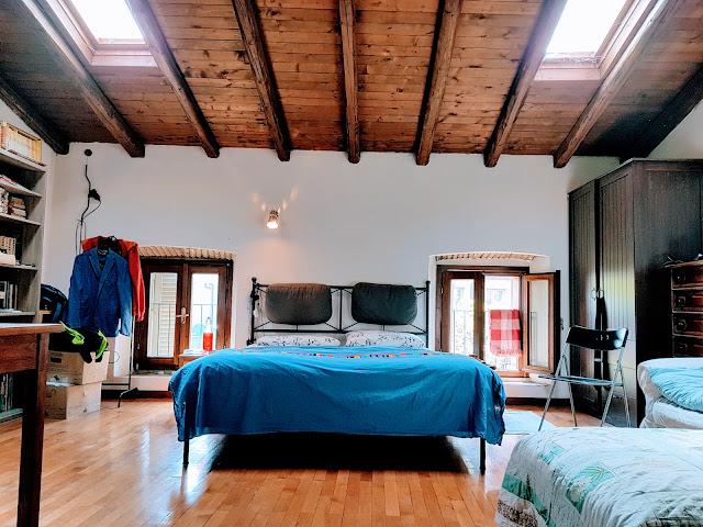 camera da letto mansardata piazza pontida bergamo quadrilocale