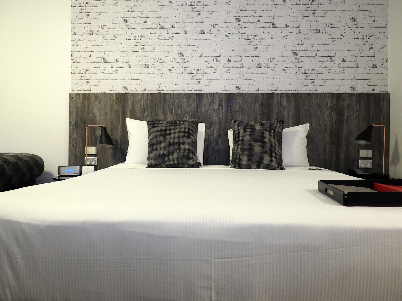 Bed Rydges Sydney Central