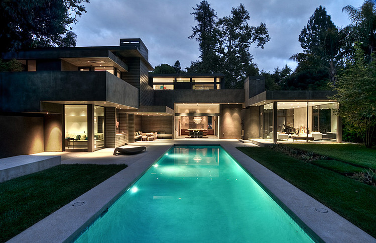 Dream Home By Chu Gooding Architects From The Backyard At Night