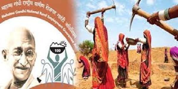 gram-pradhan-evam-takneeki-sahyak-se-388779-rupay-ki-vasuli-ki-jaye-jiladhikari