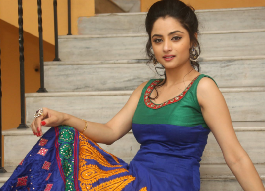 Madirakshi Mundle Photos, Images, Wallpapers