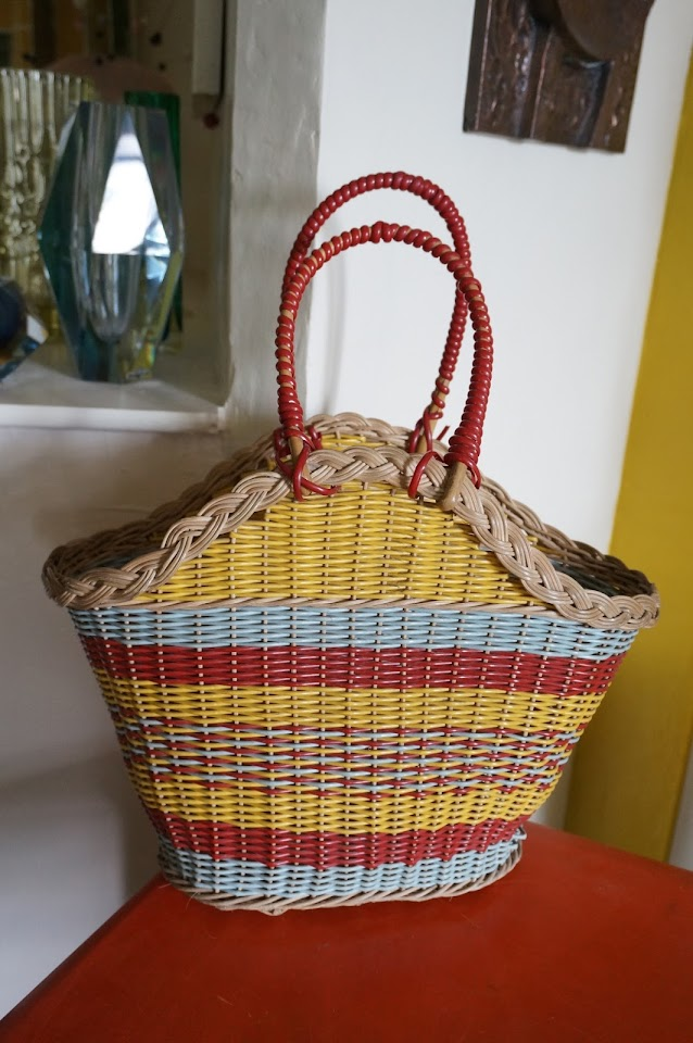 un sac en osier  vintage wicker basket