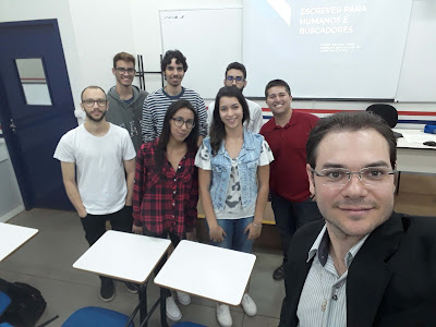 Foto de Paulo Sebin con alunos na Oficina de SEO e marketing digital em Londrina - local: Unopar Catuaí