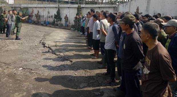 PT Trigunawan Turun Tangan Bersihkan Sampah di Sungai