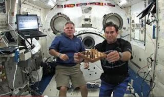 Resultado de imagen de astronautas jugando