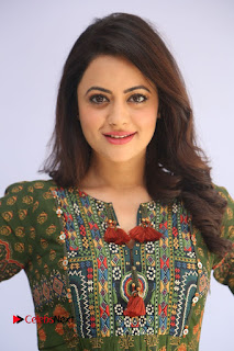 Actress Shruti Sodhi Pictures at Meelo Evaru Koteeswarudu Trailer Launch  0003.JPG