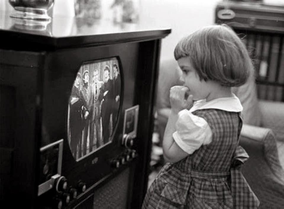 black kids watching tv. before the internet \u2013 25 vintage photos show children watching tv in past ~ everyday black kids tv