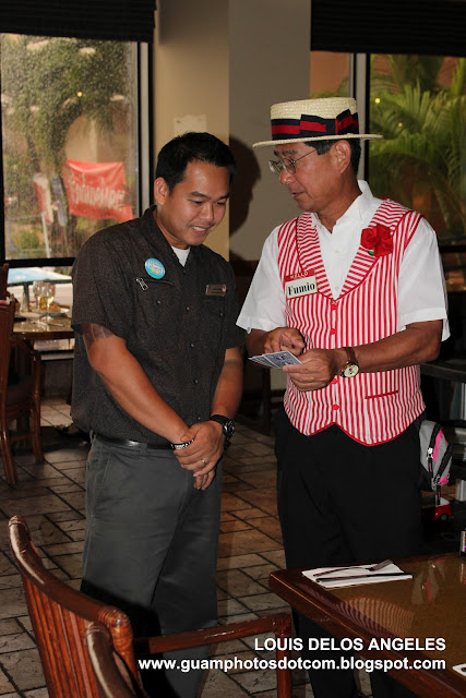 Card magic performance by Mr. Fumio