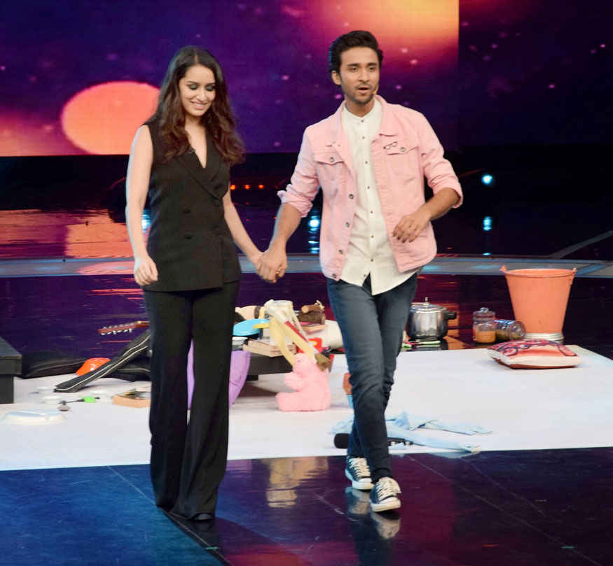 Shraddha Kapoor Promotes 'Haseena Parkar' on Dance Plus Season 3