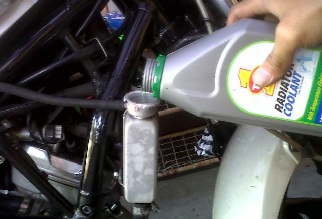 Ini Alasan Kenapa Sebaiknya Menggunakan Coolant Untuk Radiator Dibandingkan Air biasa