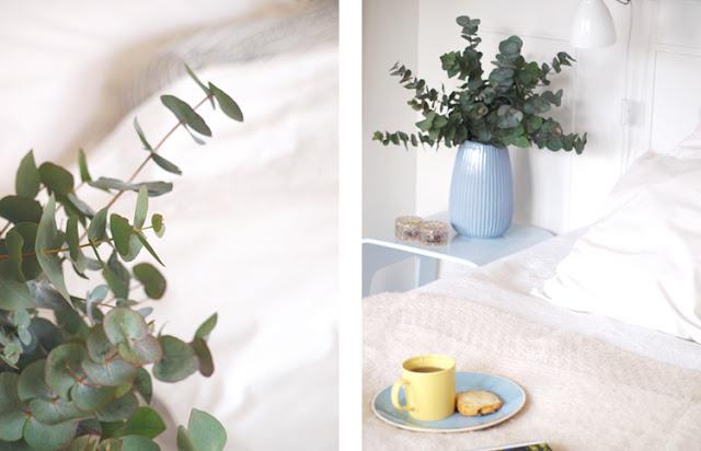 Soveværelse med buketter og nordiske toner