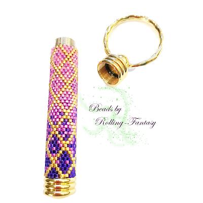 Schlüsselanhänger mit Geheimfach in Gold und Pink