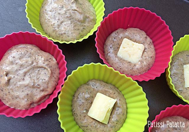 recette de muffins tapenade et cheddar, muffins salés, muffins apéritif, muffins entrée, buffet, apéritif, entrée, muffins tapenade et coeur de cheddar, végétarien, recette végétarienne, patissi-patatta