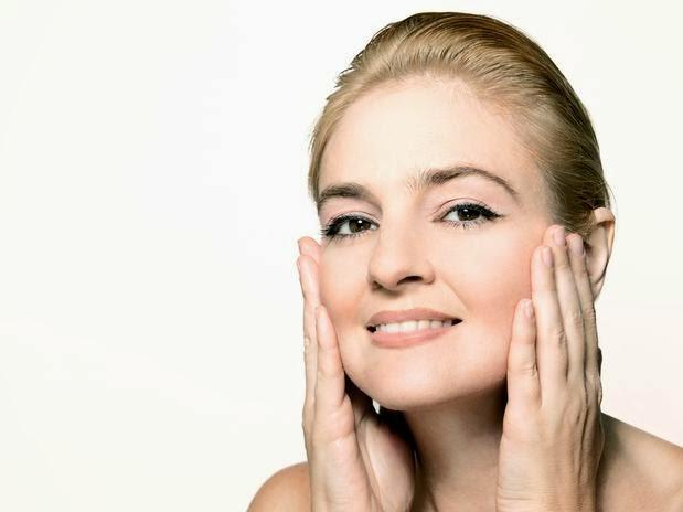 d6a9eb583d68f Para manter uma pele bonita e saudável é preciso apostar em prevenção ao  longo do tempo. Isso envolve limpeza, hidratação e proteção solar.
