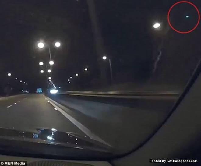 UFO Warna Hijau Berjaya Dirakam Di Scotland!