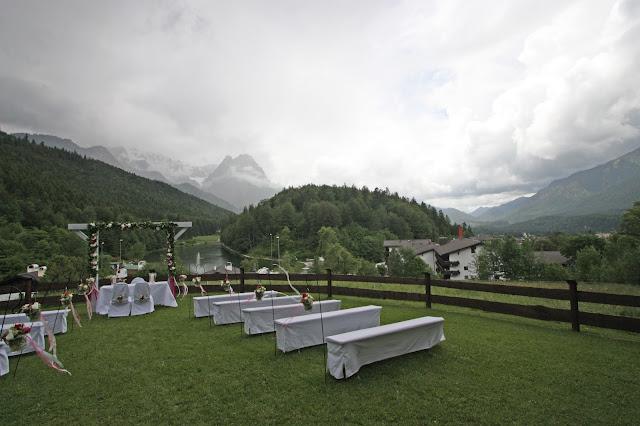 Trauung auf der Bergwiese - freie Trauung unter freiem Himmel - #wedding #fuchsia #wedding venue abroad #Riessersee #Garmisch #Bavaria