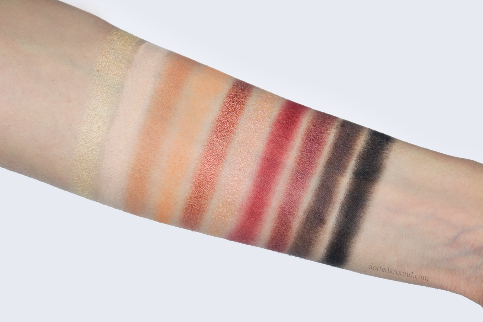 Neve Cosmetics ombretti swatch Amber Wonderland cialda party
