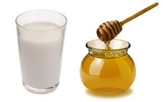 verre de lait avec miel