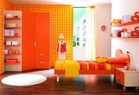 cuarto naranja para niño