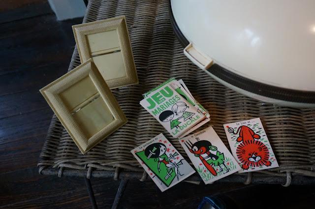 jeu de cartes , illustration de James Hodges , cadres en plastiques années 60  vintage playing card , 60s plastic frame