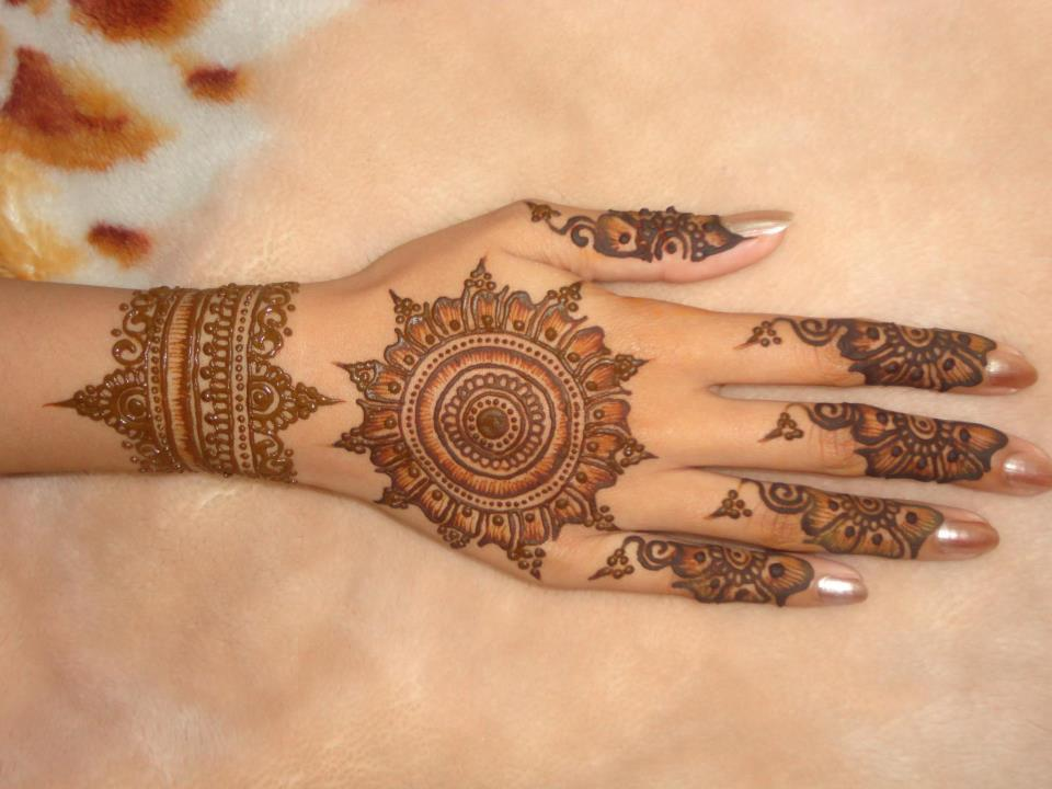 Bridal Mehndi Designs: Stylish Hand Mehndi Designs ...