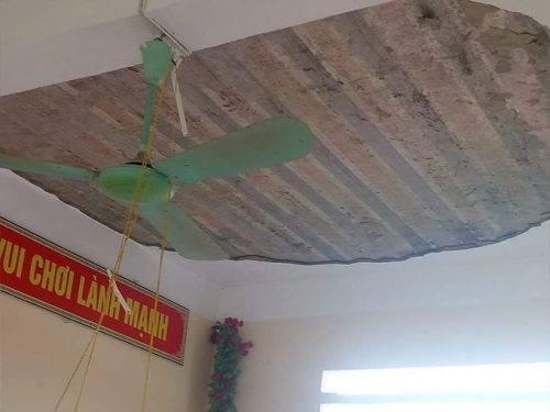 Hình dáng một mảng tường rất to trên trần nhà
