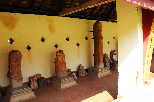 Remains of Pha That Luang sculptures