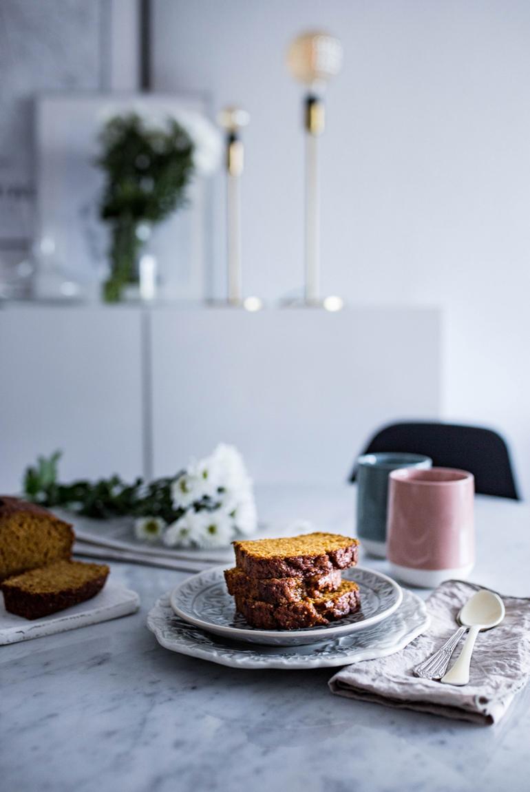 receta-pan-calabaza-mesa-desayuno-merienda-flores